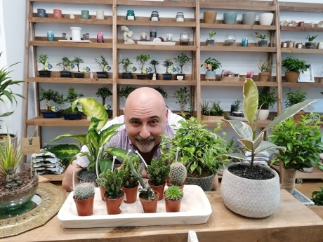 Paco Goty deja las pistas de circo y abre una tienda de plantas en Barcelona